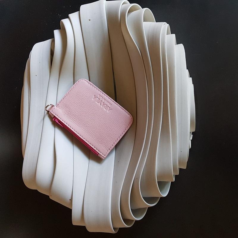 Art of Creativity Arayla Handbag on a White Wavy Sculpture